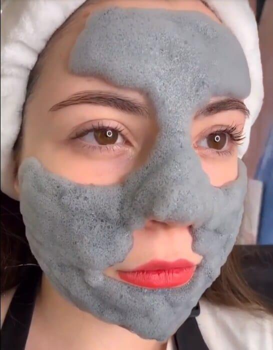маска начинает пузыриться