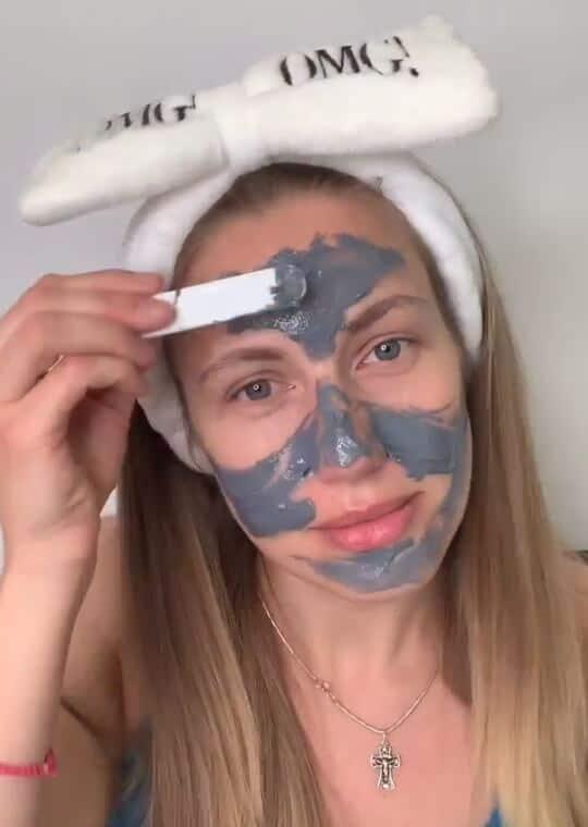 нанесение бабл маски на лицо