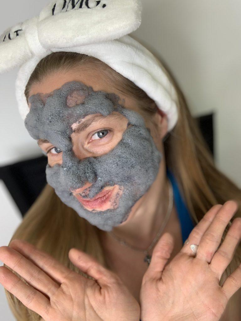 пузырьковая маска на лице