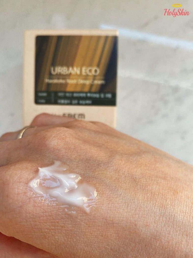 Свотч крема на руке